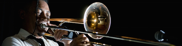 Tayne, artiste trombones King, au studio GEWA