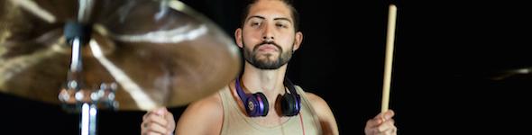 Damien Salis, batteur du groupe Ze Gran Zeft et artiste DrumCraft/Paiste